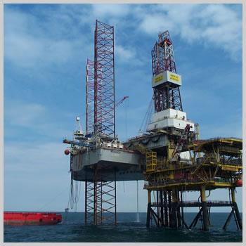 移動式海洋掘削装置の写真